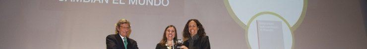 """REDIT gana el premio nacional Dircom Ramón del Corral con el libro """"Empresas que cambian el mundo"""""""